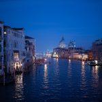 Grand canal de Venise la nuit