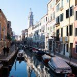 Canal et campanile à Venise