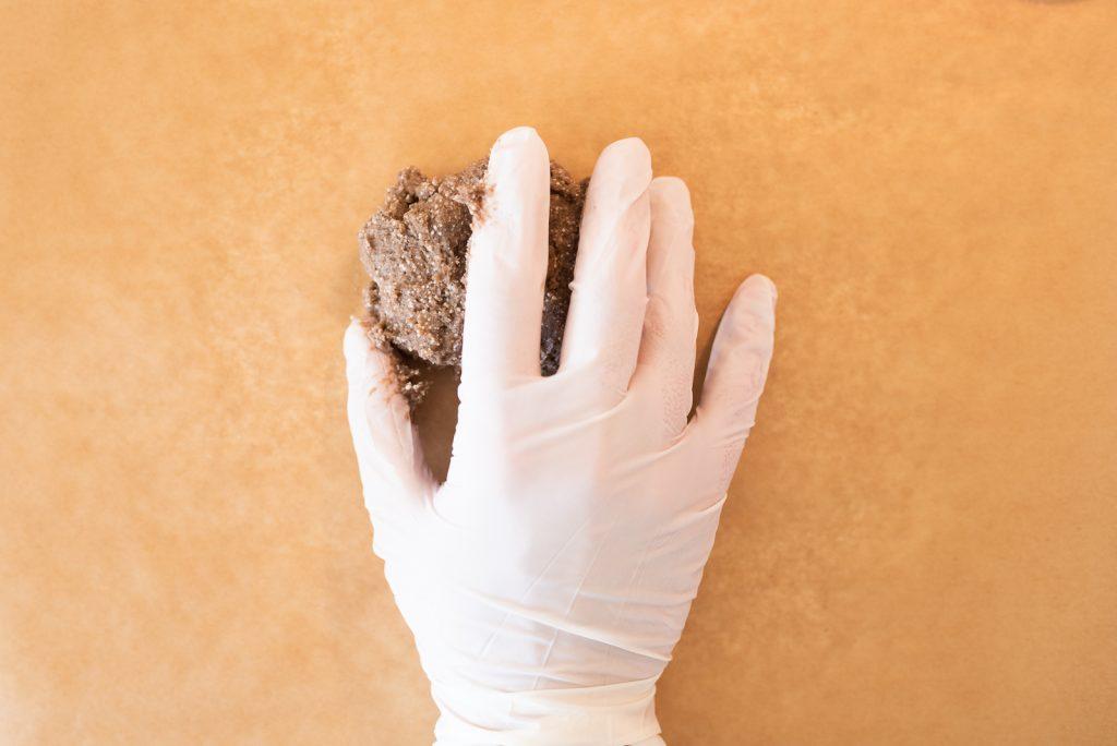 Shampoing solide : homogénéiser la pâte